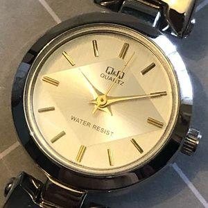 EUC Q&Q woman's fashion watch - silver/gold